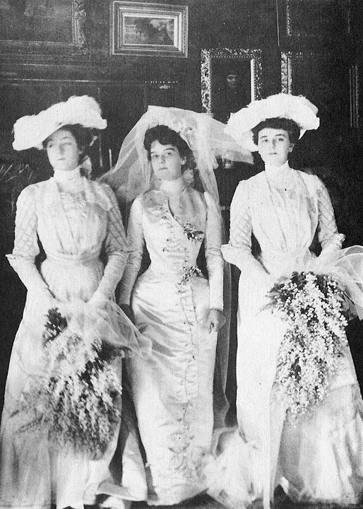What did women wear in the gilded age?